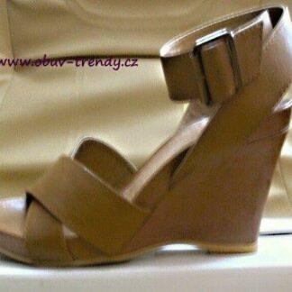 chillany kožené sandály na klínku vel.40