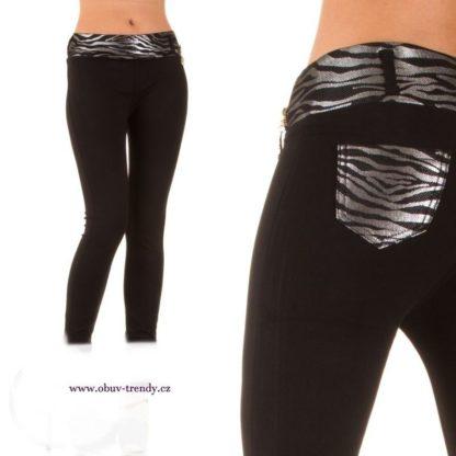 elastické džíny uzkého stříhu