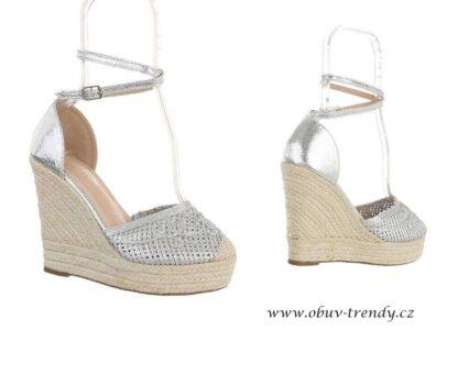 stříbrné sandály na platformě
