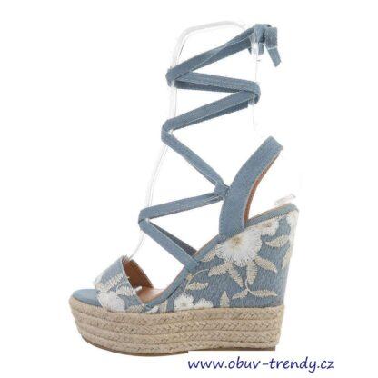 džínové sandály na klínku